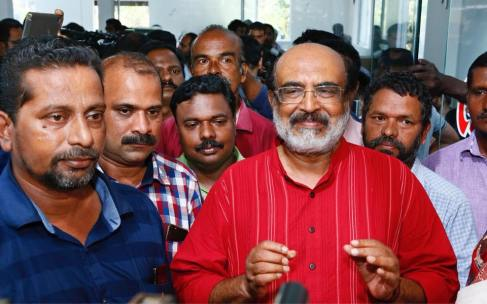 Dr T M Thomaas Isaac with organisers of Janakeeya Bhakshanasala