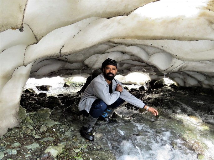 മഞ്ഞുഗുഹയ്ക്കുള്ളിൽ ... in the ice cave